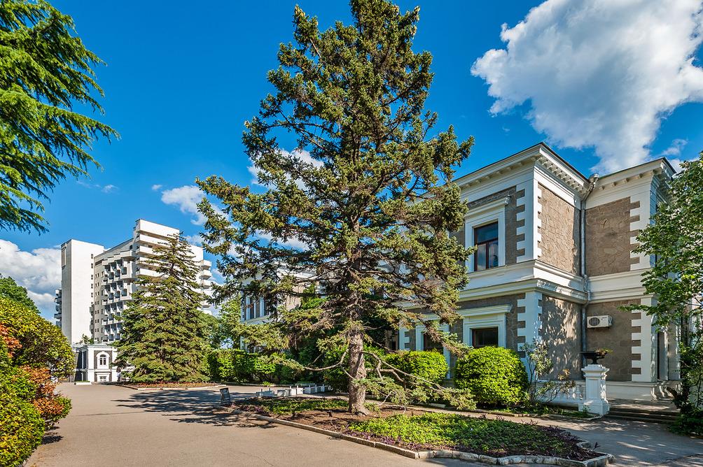 Парк санатория «Форос» 4* в Крыму